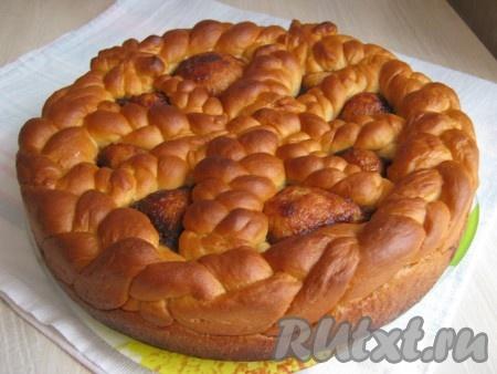 Вот и получился у нас большой, воздушный, ароматный пирог.