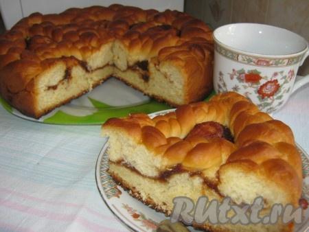 Дрожжевой пирог с яблочным повидлом