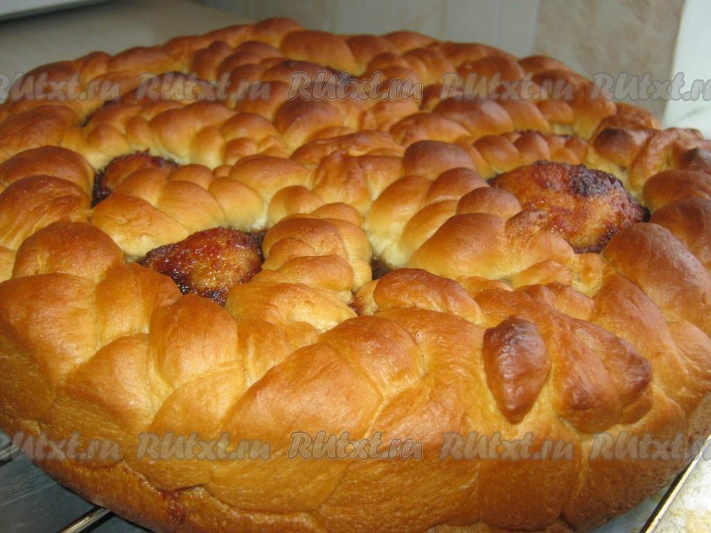 открытый дрожжевой пирог с повидлом