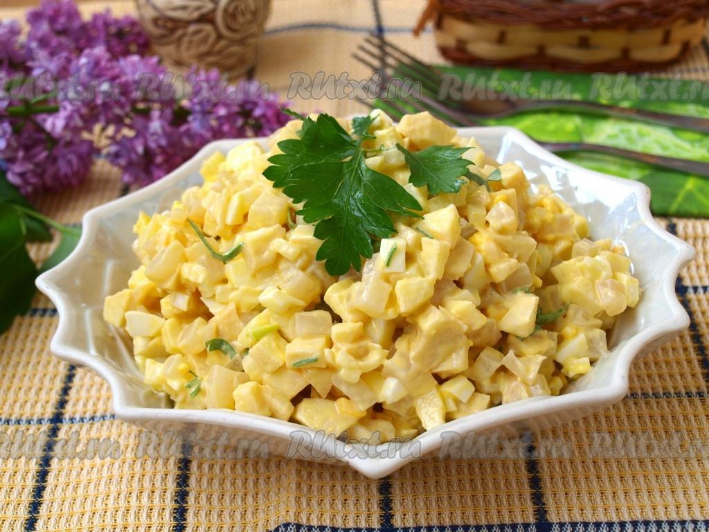 Салат из кальмаров с яйцами сыром яблоком