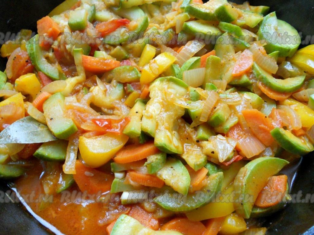 Как тушить кабачки с овощами