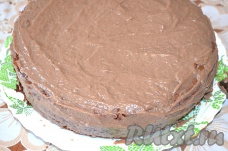 """Собрать бисквитный торт """"Нежность"""". Бока тоже смазать."""
