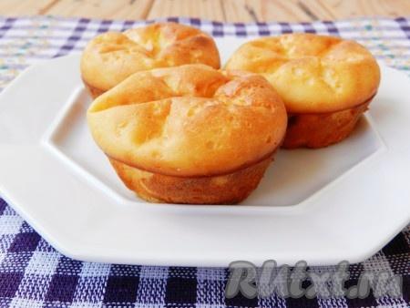 Вкусный и пышные сырники, запеченные в духовке, готовы.