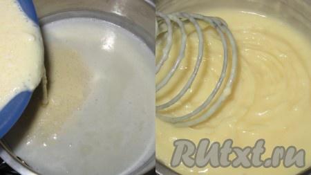 Вылить смесь из молока, яиц и муки в кипящее молоко с сахаром и, постоянно перемешивая венчиком, довести до загустения. Снять с огня, накрыть пищевой пленкой или крышкой, охладить, затем поставить в холодильник.