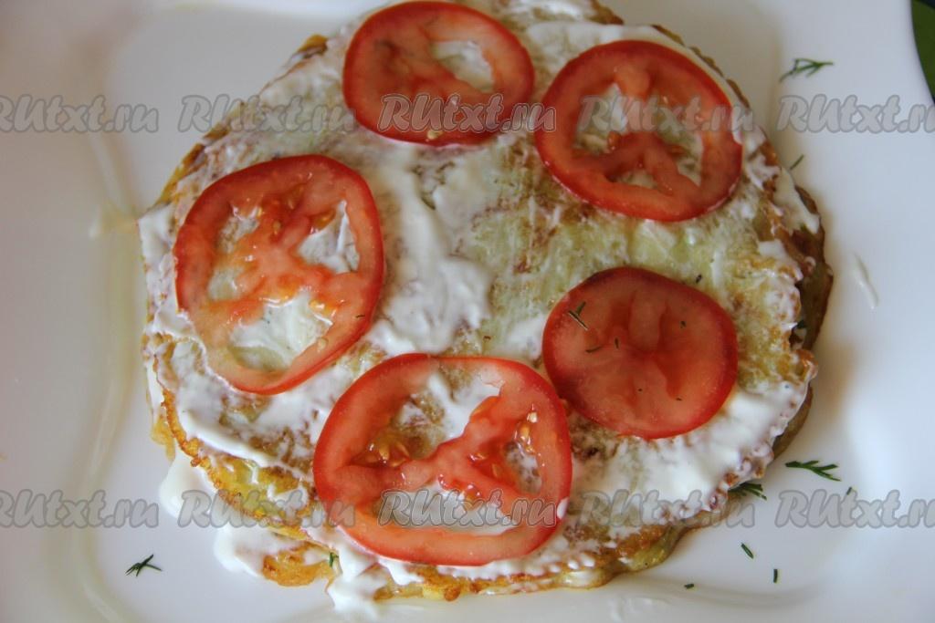 Кабачки с помидорами и чесноком на сковороде
