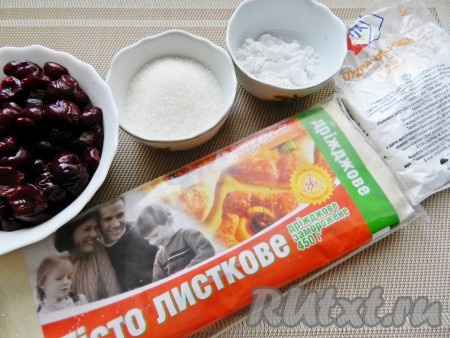 Ингредиенты для приготовления слоеных пирожков с вишней