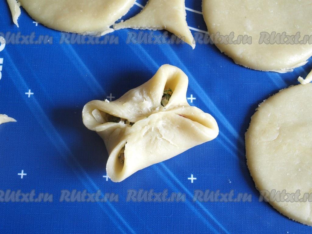 Закусочные пирожки - рецепт с фото: http://rutxt.ru/node/6194