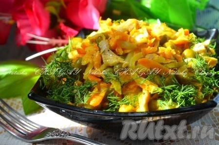 """Выложить вкусныйсалат """"Купеческий"""" с курицей в салатник, украсить зеленью, немного охладить и можно подавать. Думаю, ваши родные или гости с удовольствием отведают и оценят этот чудный салат."""