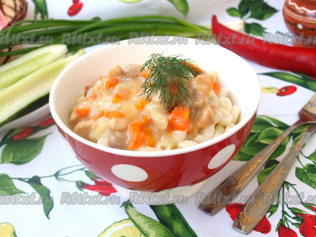 Салат с куриным мясом свежим огурцом и болгарским перцем