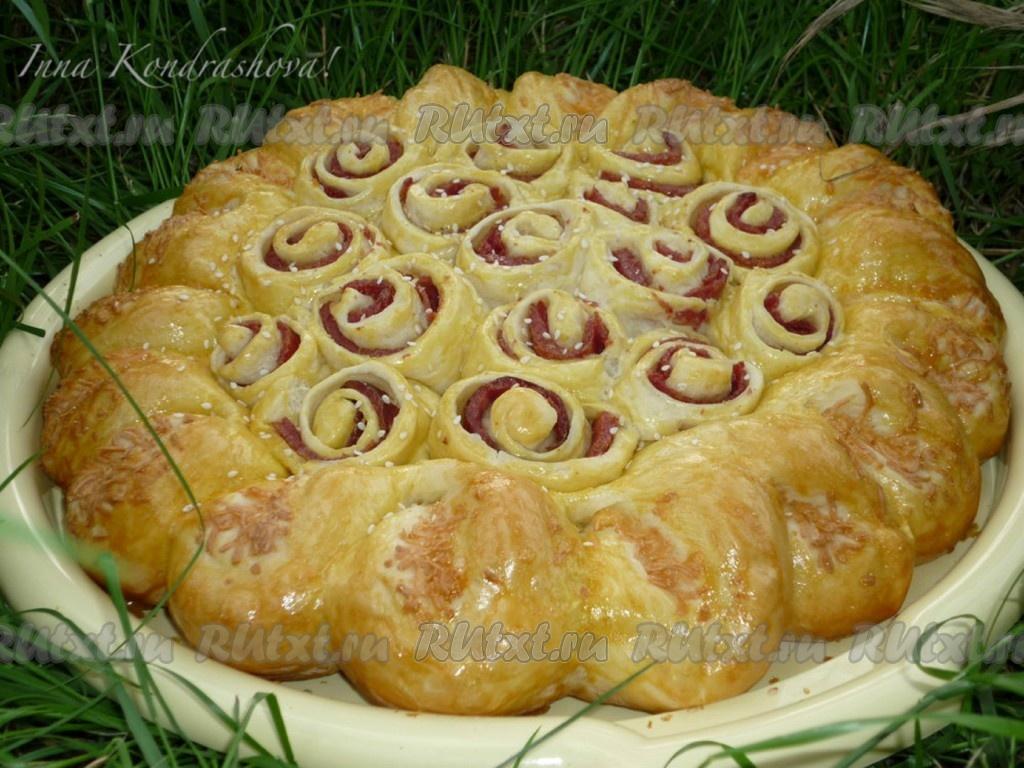 Пирог с колбасой и сыром в духовке