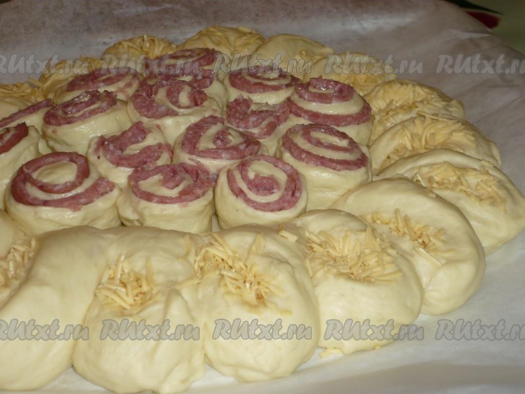 Пирог в духовке с сыром и колбасой