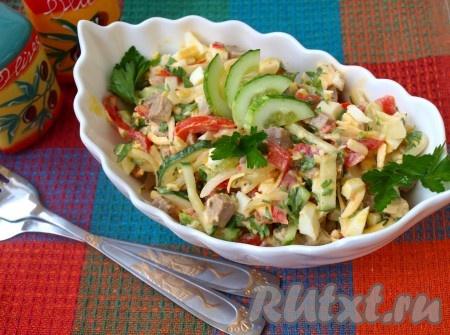 """Очень яркий и освежающий салат """"Бахор"""", приготовленный по этому рецепту, порадует прекрасным вкусом. Для подачи переложить его в красивый салатник!"""