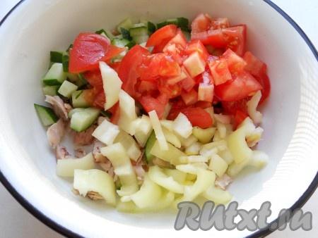 Сладкий болгарский перец порезать соломкой, помидоры - кубиками.