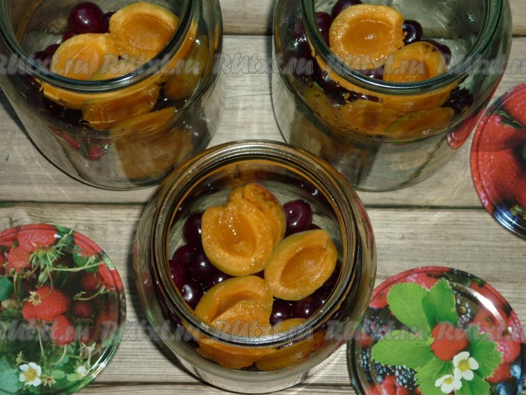 Компот из абрикоса и вишни