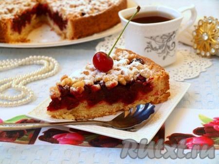Песочный пирог с вишней, приготовленный по этому рецепту, станет достойным украшением домашнего чаепития.