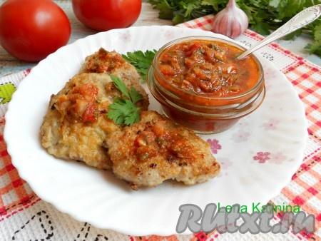 Готовый необыкновенно вкусный, острый соус к мясу остудить, переложить в чистую и сухую баночку. Хранить в холодильнике и использовать по необходимости. Храниться соус в таком виде может до 1 месяца.