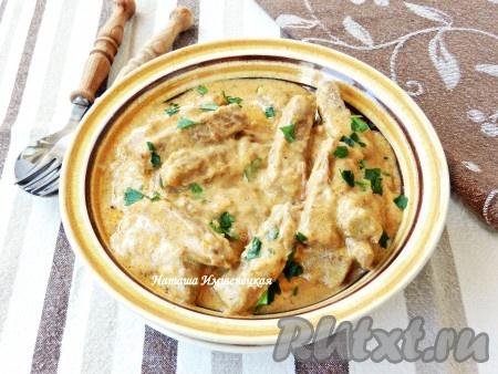 Белое мясо в сметанном соусе