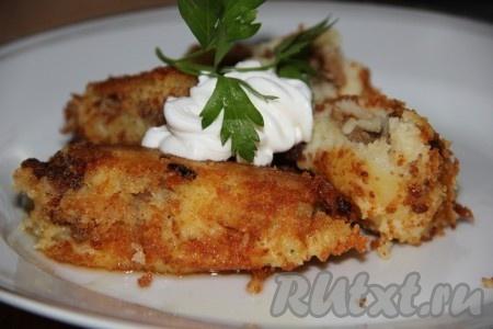 Наши вкусные, аппетитные картофельные котлеты с фаршем готовы. Попробуйте, уверена, что этот рецепт многим придётся по вкусу.