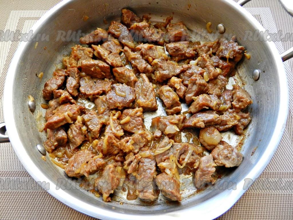 сколько по времени тушить говядину кусочками на сковороде