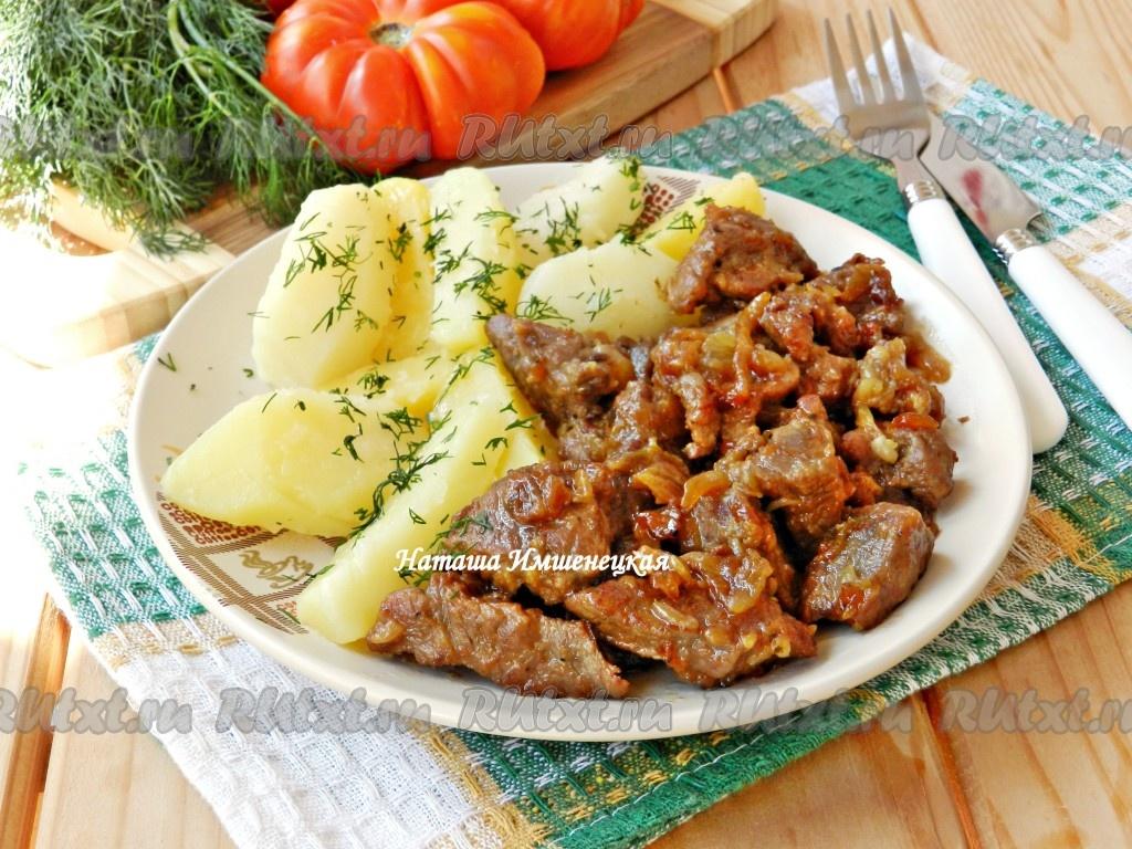 как пожарить мясо на сковороде с луком говядина