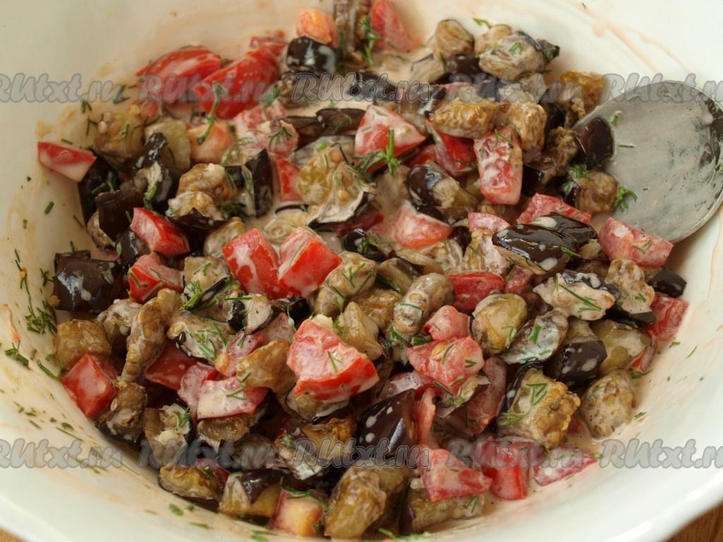 салат с баклажанами и помидорами и сыром