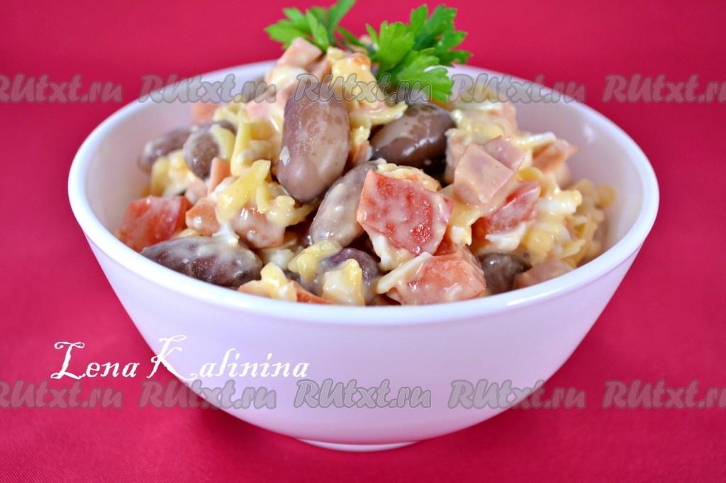 Салат из фасоли с сыром и чесноком