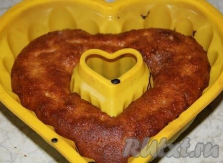 Вынимаем кекс из духовки и даем остыть