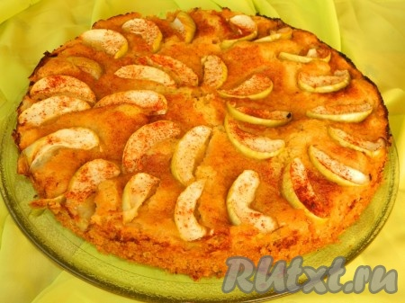 Вкусный, нежный яблочный пирог с овсяными хлопьями готов.{amp}#xA;