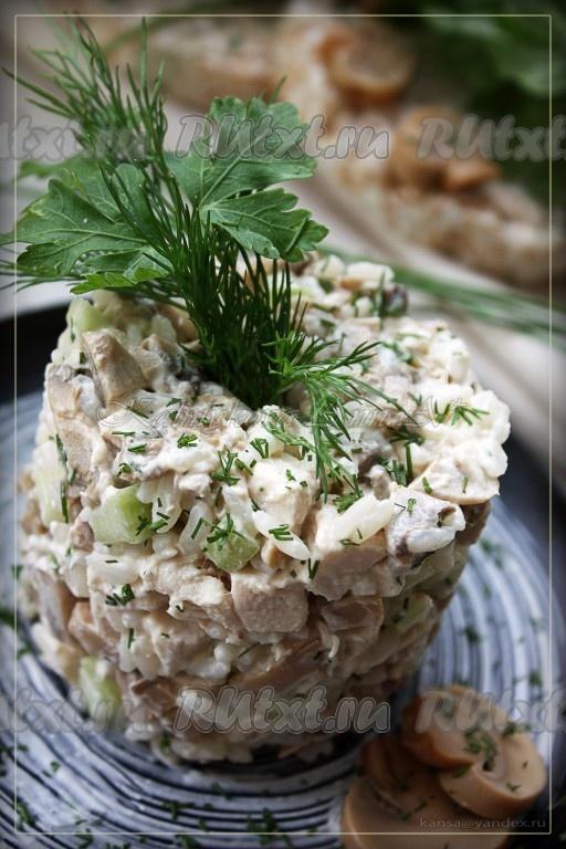 Салат с рисом и курицей и яйцом и огурцом рецепт — pic 5