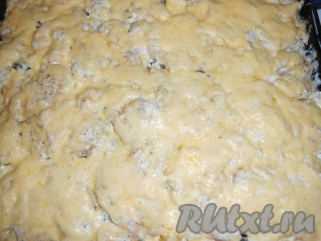 Достать, посыпать сыром и еще на 15 минут поставить в духовку. Вкусная картошечка с мясом готова.