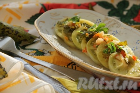 Квасим зеленые помидоры в теплом помещении 1-2 недели, в зависимости от размеров. Готовые помидоры отправляем в холодильник или погреб. Держим в холоде, чтобы наши помидоры не перекисли. Хранятся достаточно долго. Квашеные зелёные помидоры, приготовленные по этому рецепту, получаются кисленькими, острыми и очень вкусными. Прекрасная закуска!