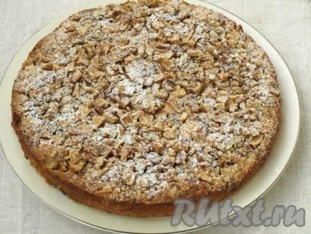 Духовку разогреть до 180 градусов и печь пирог 40 минут. Затем вынуть из духовки, остудить, извлечь из формы и посыпать сахарной пудрой.
