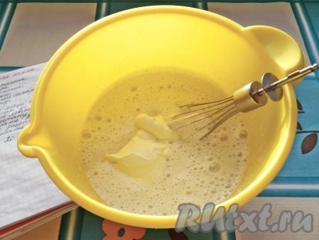 Коврижка на сметане с яблоками и изюмом - рецепт пошаговый с фото
