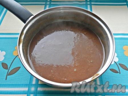 Соус пюрировать блендером, поставить на огонь и уваривать примерно 30-40 минут до желаемой густоты.