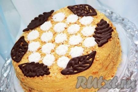 """Украсить его по желанию. Торт """"Медовик"""" с заварным кремом, приготовленный по этому рецепту, получается вкусным, нежным."""