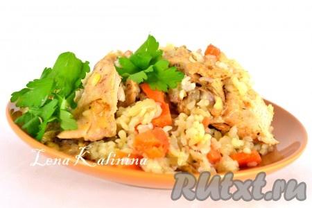 Поместить рукав с рисом и курицей в разогретую до 180 градусов на 40-50 минут. Вкуснейшее блюдо - курица в рукаве с рисом - готово! Можно подавать к столу, украсив зеленью.