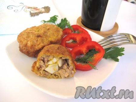 Сочные, аппетитные мясные зразы можно подавать к столу.