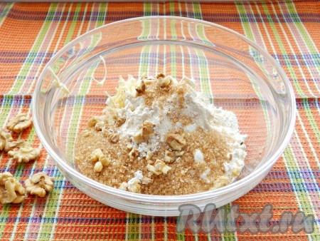 Добавить муку, сахар и растолченные крупно орехи.