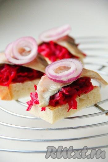 Салат с маринованными шампиньонами и курицей фото рецепт