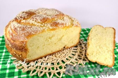 Готовый необычайно ароматный и воздушный пирог со штрейзелем порезать и подать к чаю или с молоком. Очень вкусно намазать ломти вареньем или джемом. Советую!