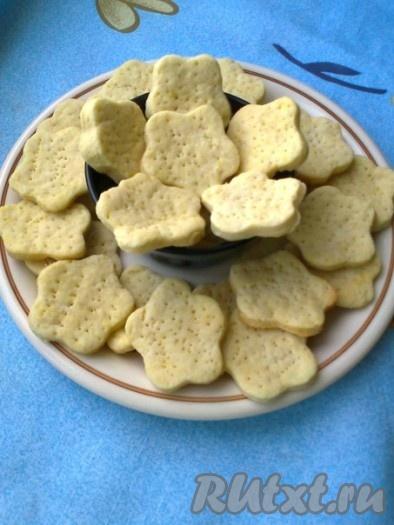 Надеюсь, вам понравится и приятно удивит рецепт этого простого галетного печенья.