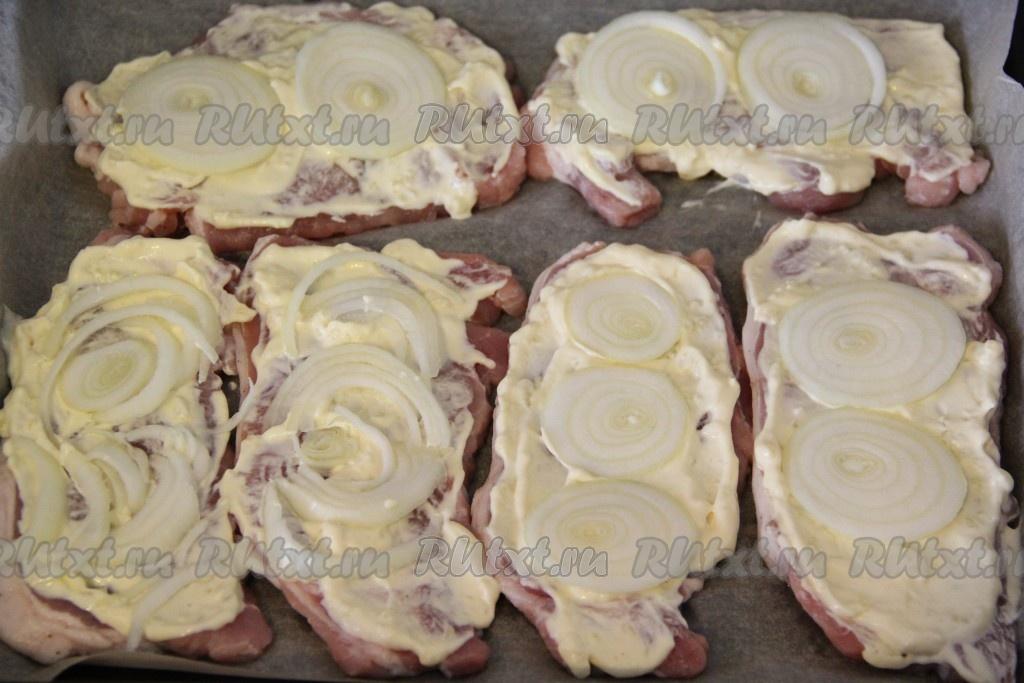 запеченные кусочки свинины в духовке