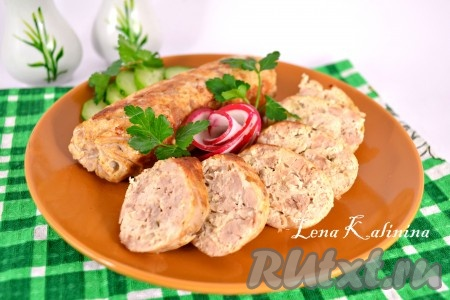 Готовые вкуснейшие домашние куриные колбаски остудить в пленке и поместить в холодильник на 3-4 часа. Затем колбаски освободить от пленки и обжарить на растительном масле до румяности. Дать остыть, порезать и можно подавать к столу.