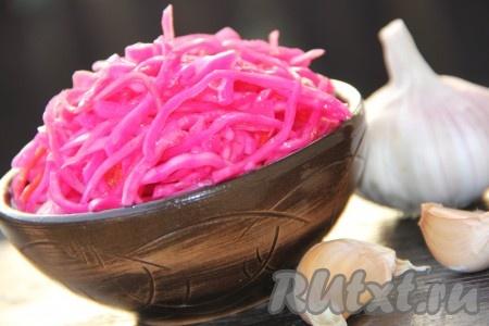 Ароматную, хрустящую капусту, маринованную с свеклой, подать к столу. Надеюсь, вам понравится этот быстрый рецепт приготовления наивкуснейшей капустки.