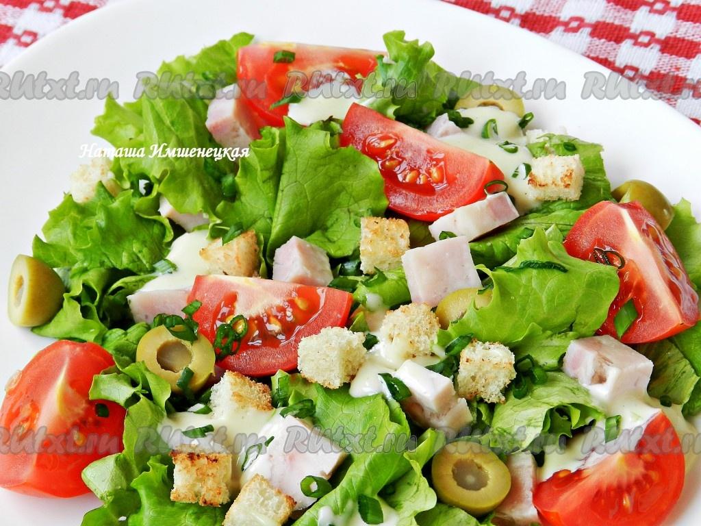 Салат из салата с сухарями