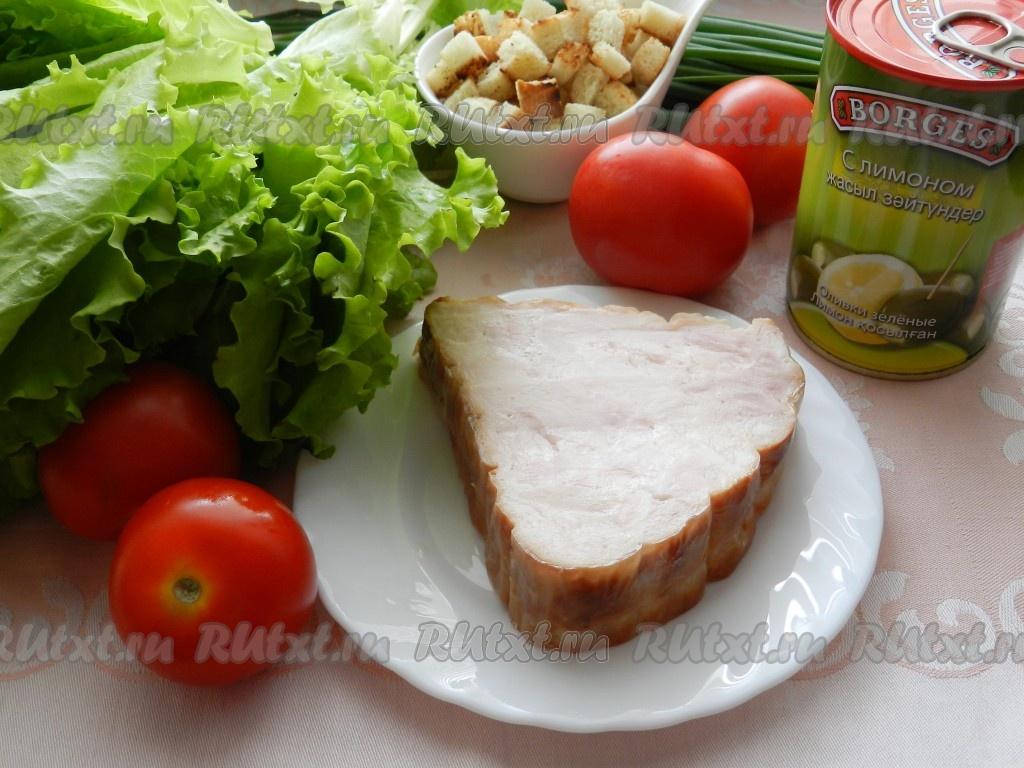 салат с помидорами и сухариками и маком