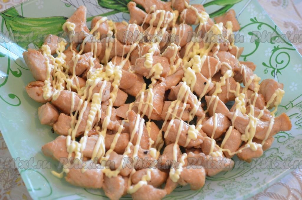 рецепт салатов с грибами с помидорами с курицей