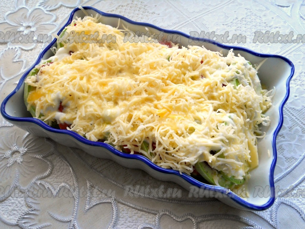 Кабачки запеченные в духовке с сыром и помидорами фото рецепт