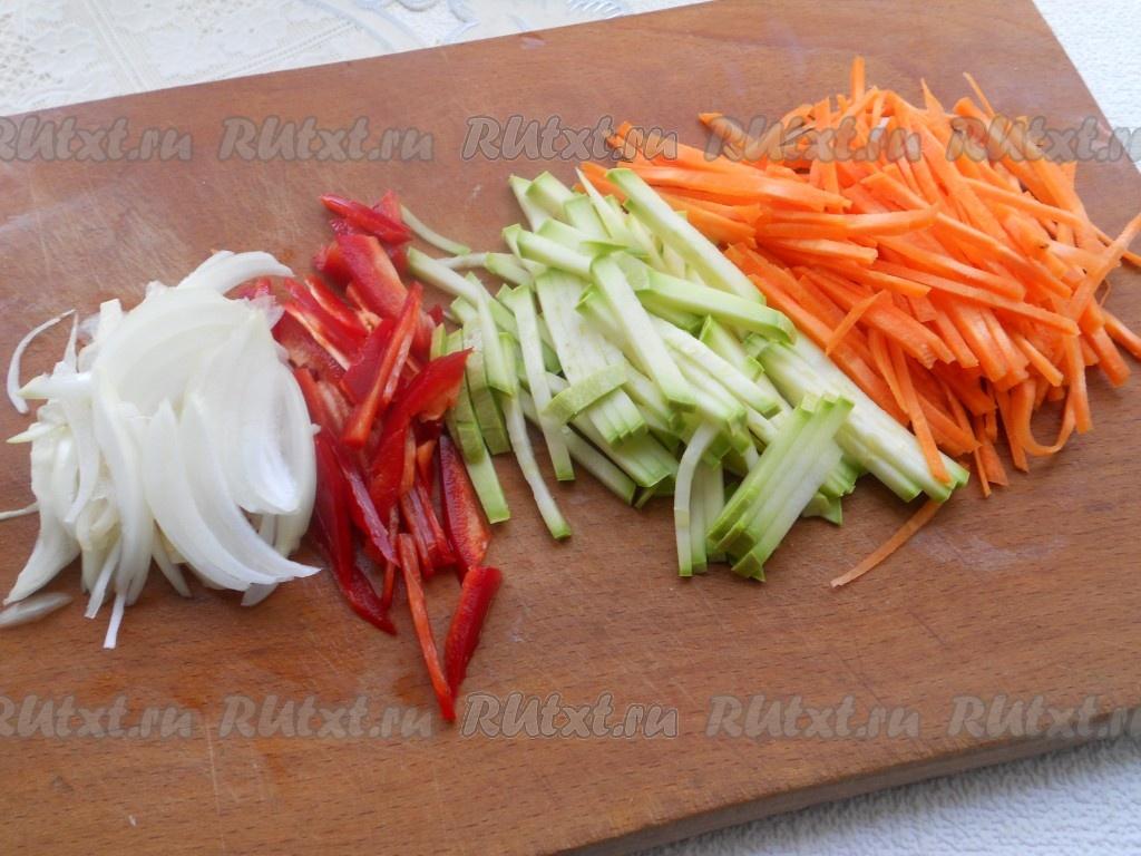 Кабачки с морковью и луком