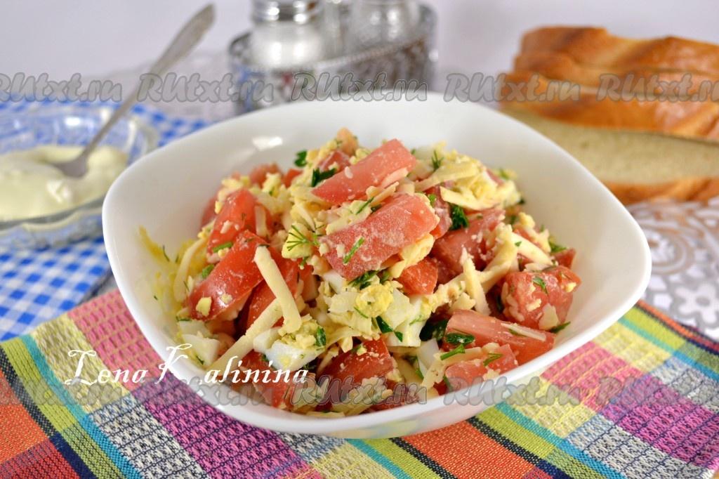 Рецепт салата с творогом и помидорами и чесноком